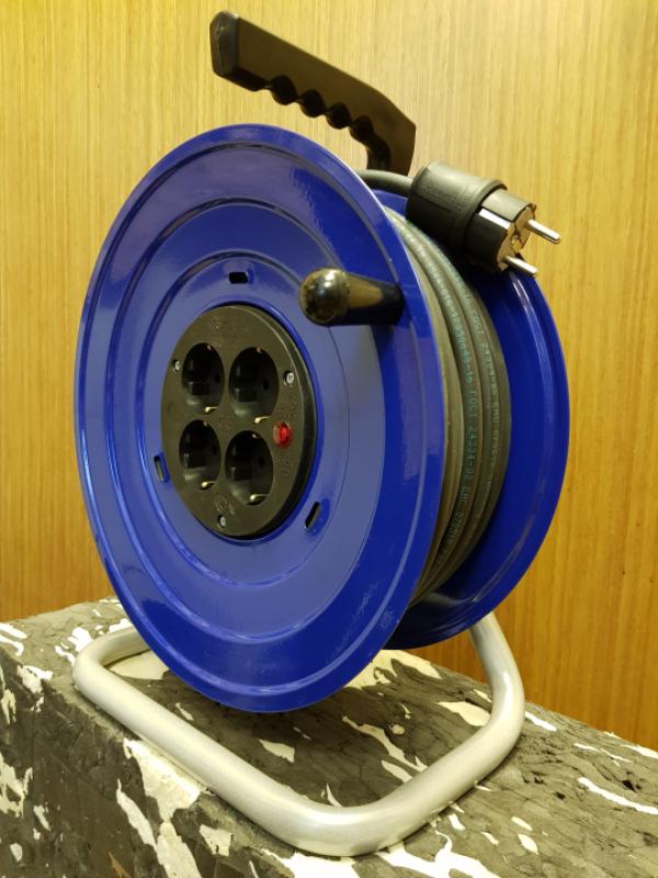 M2 Удлинитель на металлической катушке электрический 4 розетки 220В 16А IP20