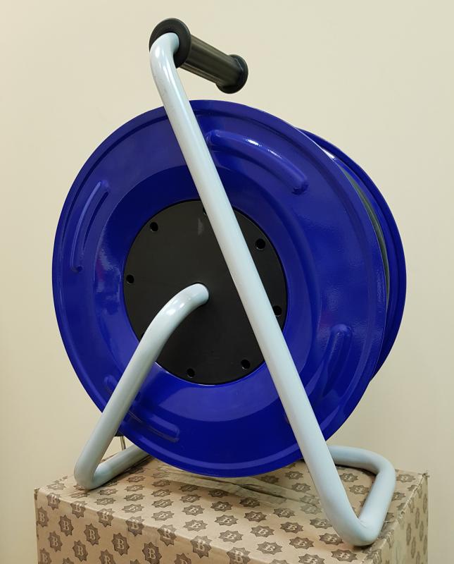BM3 Удлинитель на металлической катушке морозостойкий влагозащищенный IP44, IP54 4 розетки 220В 16А